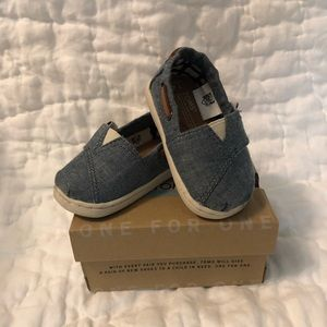 Toms Shoes - Tiny Toms Bimini Chambray size 4
